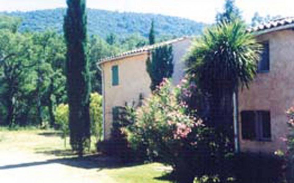 Le Merle - Gîte situé sur exploitation agricole, mitoyen à 4 autres logements, avec entrée indépendante.