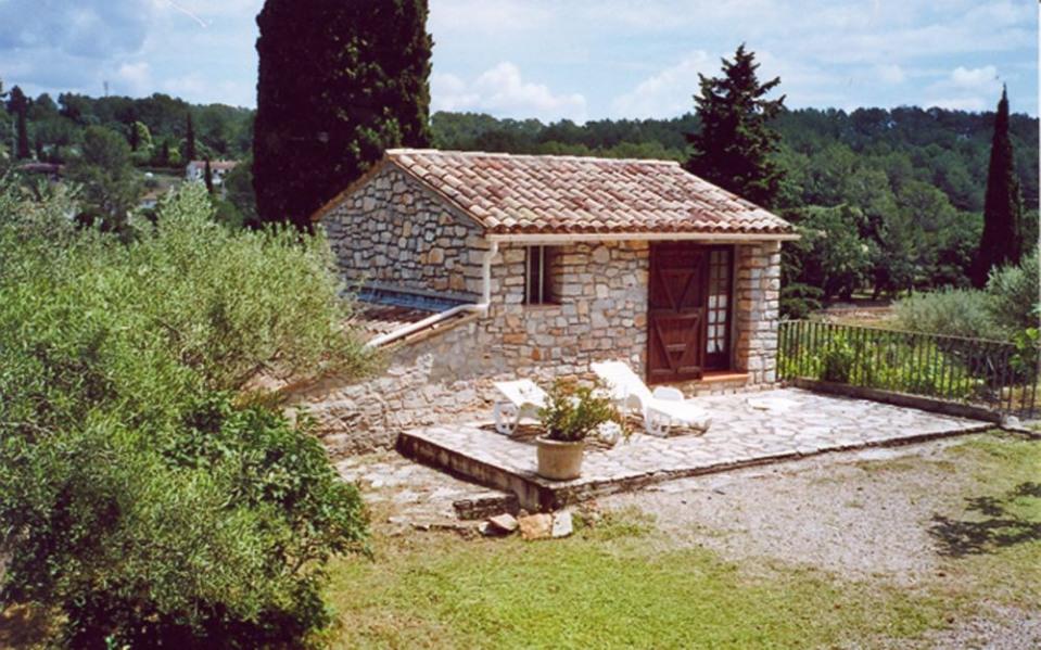 Gîtes de France Le gîte Iacobacci - Petit mas provençal en pierre sur une oliveraie d'1 hectare en campagne, au calme.