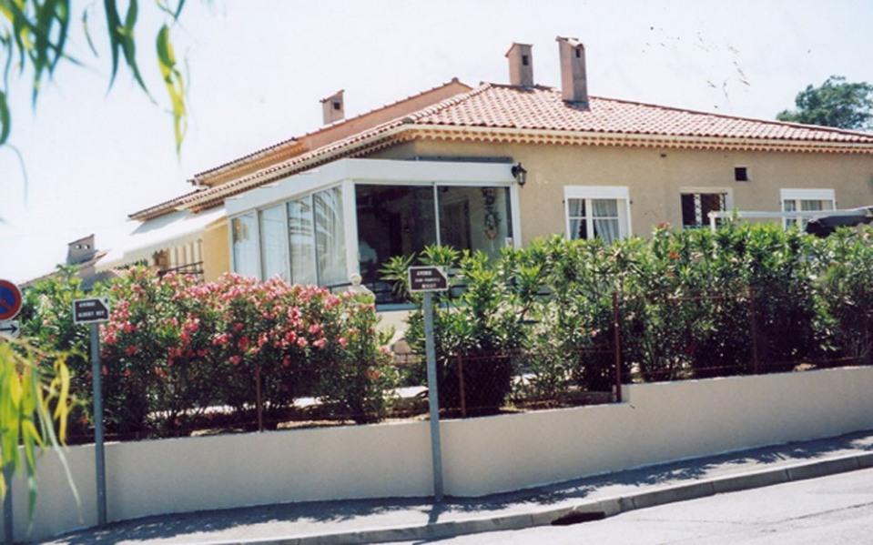 Saint Aygulf - A 400 m de la mer, gîte dans la villa du propriétaire sur un terrain de 1000 m² clôturé.