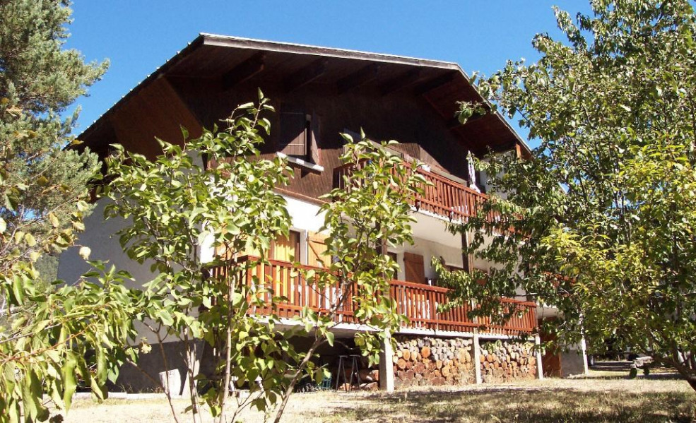 Location vacances Jausiers -  Appartement - 4 personnes - Salon de jardin - Photo N° 1